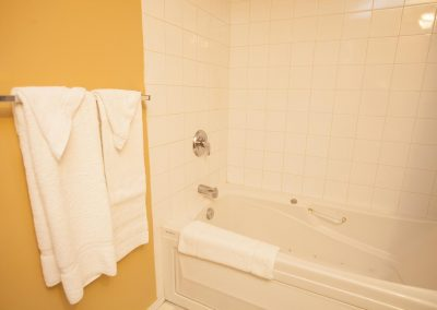 jacuzzi-bathroom-whitehorse-bed-and-breakfast1