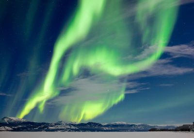 spectacular-aurora-borealis-northern-lights-yukon-canada